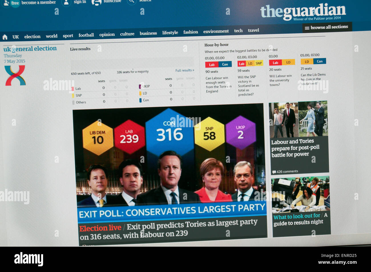Il Guardian sito web che mostra la scossa exit poll subito dopo 10pm il 7 maggio 2015 nell'elezione generale Immagini Stock