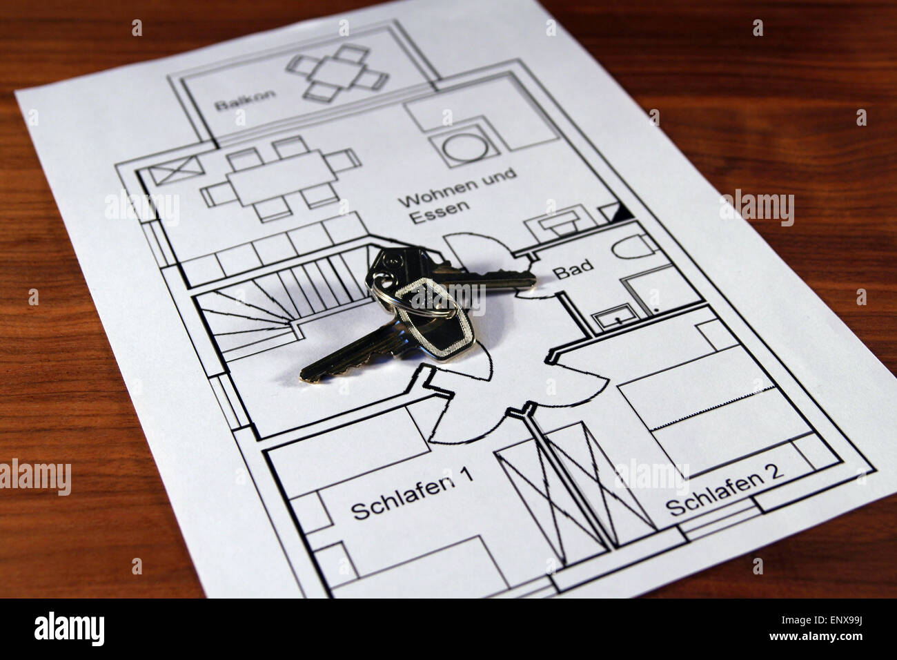 Wohnungsschlüssel liegen auf einem Grundriss Immagini Stock