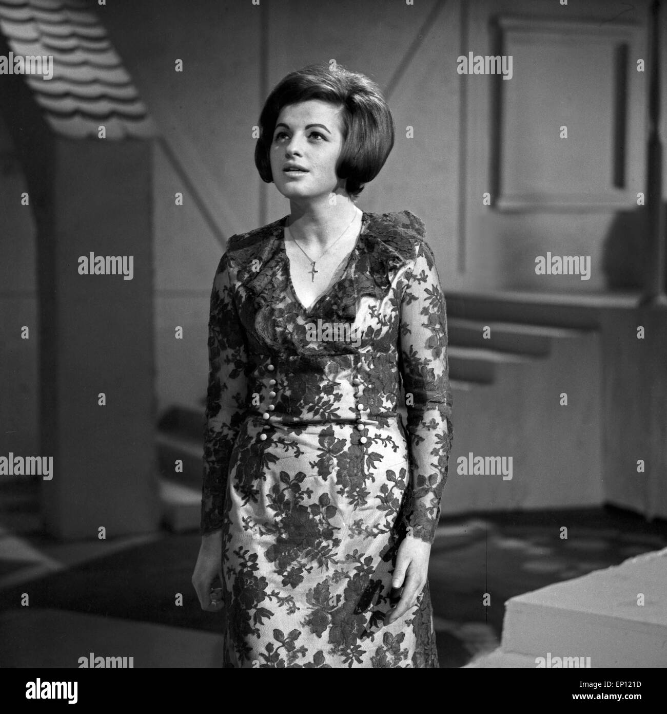 Deutsche Sängerin Ulla Wiesner ad Amburgo, Deutschland Mitte 1960er Jahre. Cantante tedesca Ulla Wiesner a Amburgo, Germania mi Foto Stock