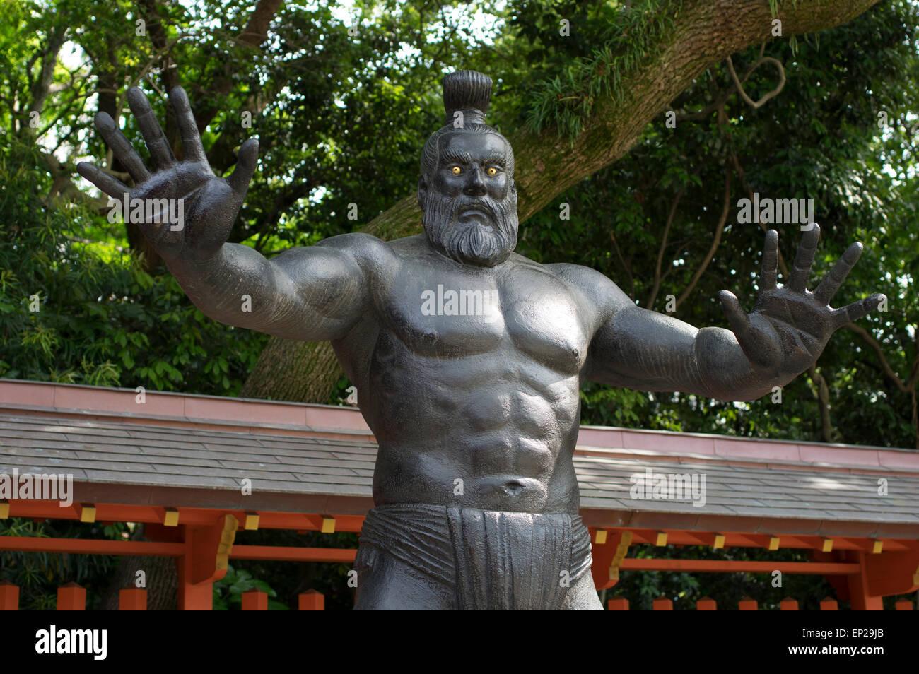 Antica statua lottatore di Sumo, Sumiyoshi Santuario scintoista ( ) Fukuoka Kyushu, Giappone Immagini Stock