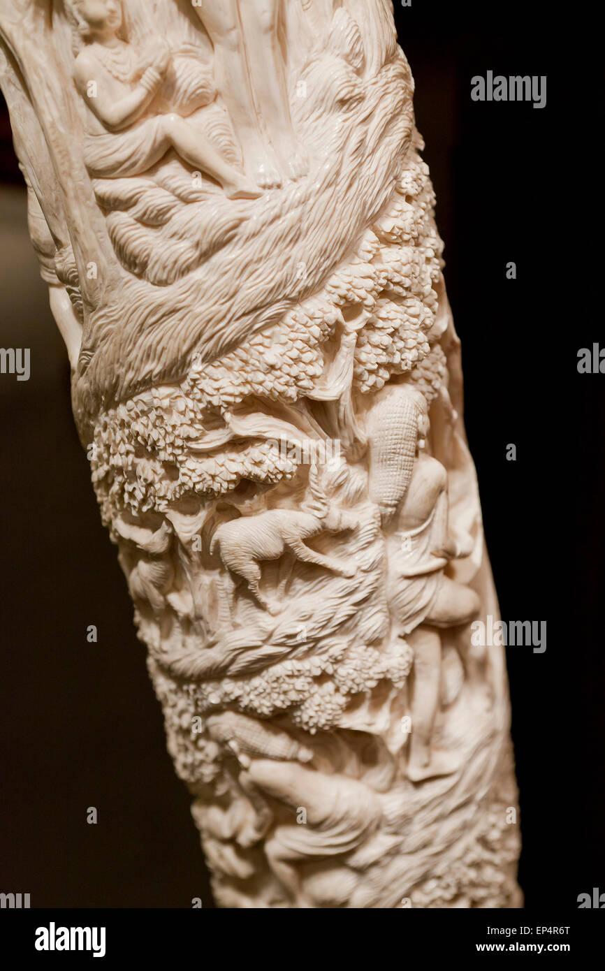 Scolpiti avorio di elefante brosmio - USA Immagini Stock