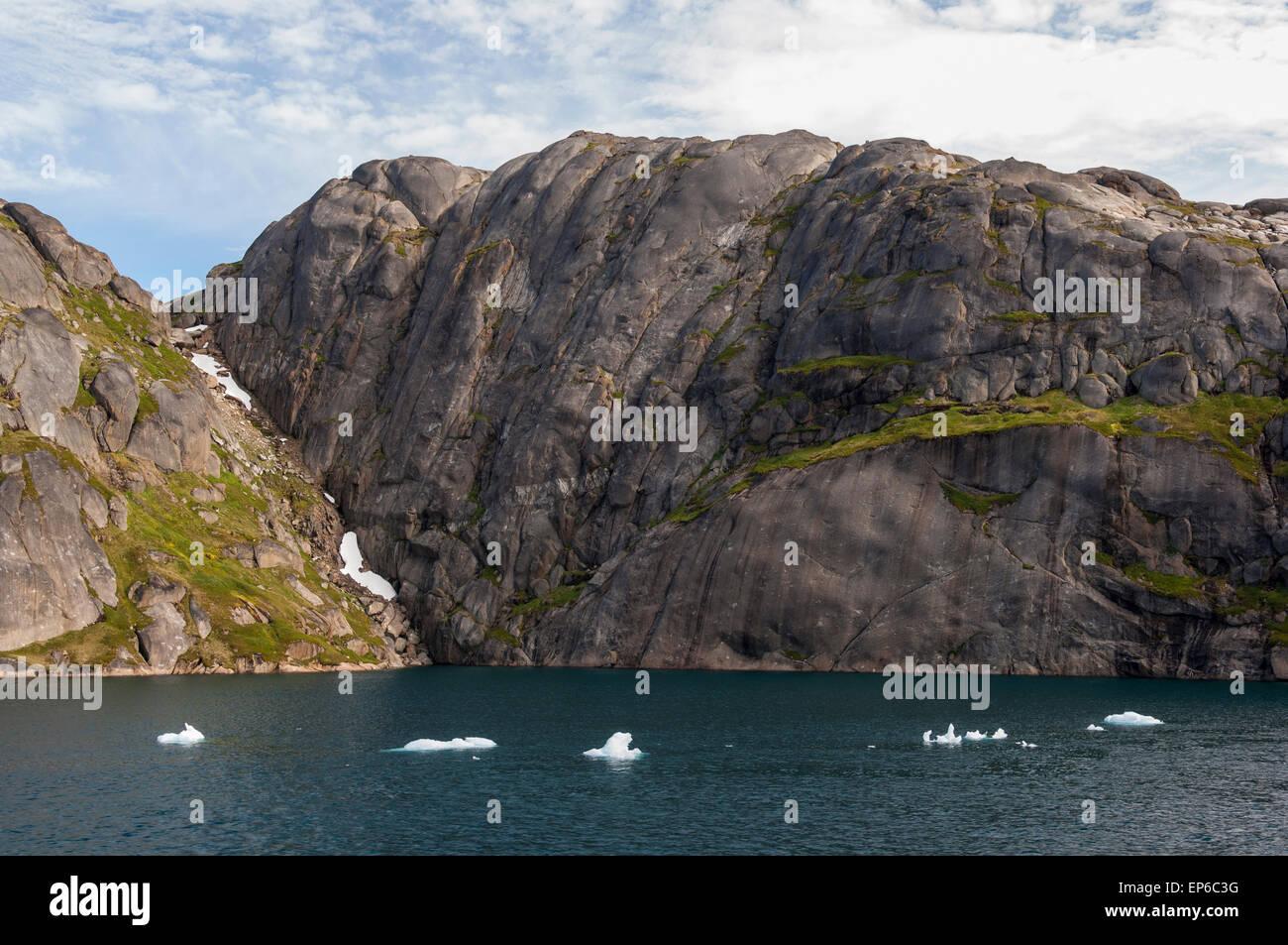 Piccolo Blu iceberg in Prince Christian Sound, Groenlandia meridionale Foto Stock