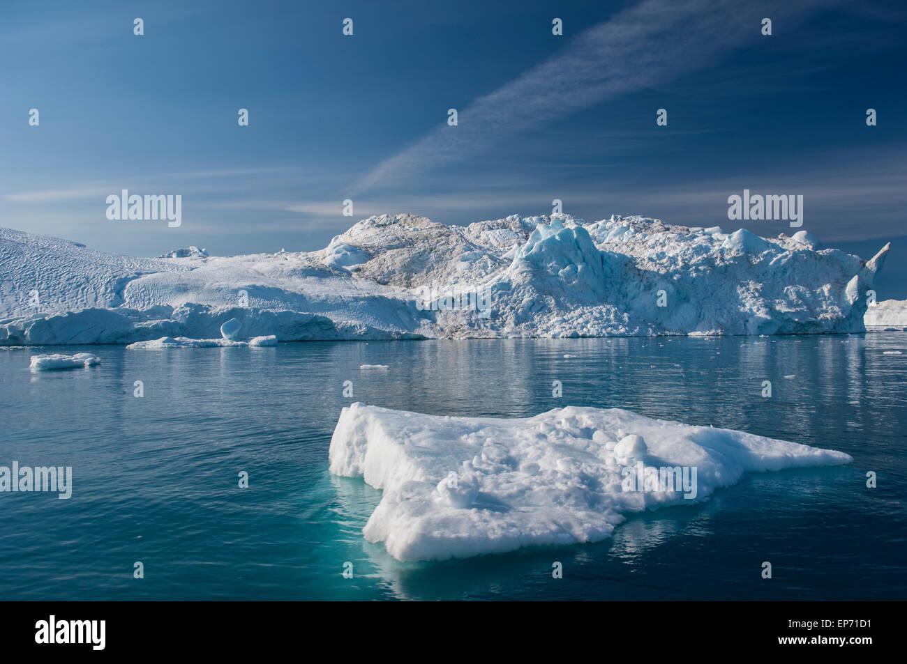 Iceberg gigante di disko bay vicino illulisat, Groenlandia, una popolare destinazione di crociera Foto Stock