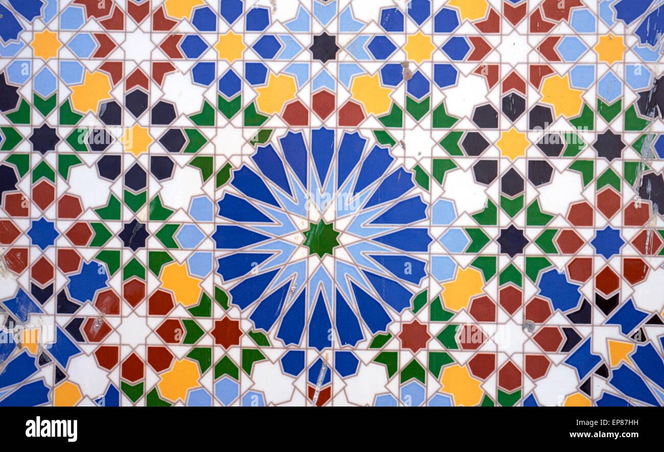 Le piastrelle di ceramica scintillante e colorato sono