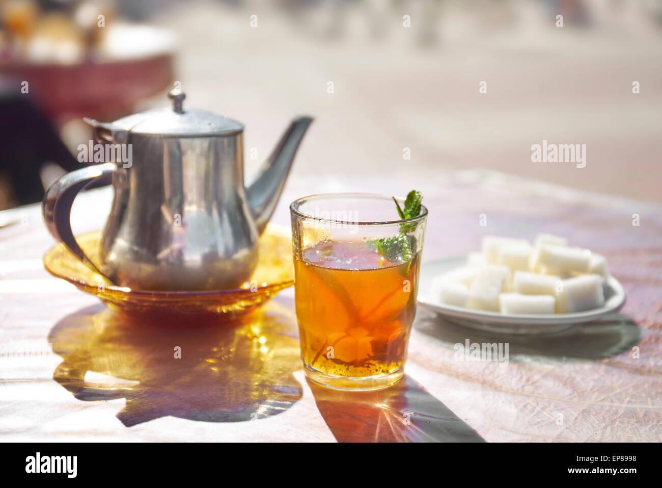 Tradizionale tè alla menta. Il Marocco, Africa Foto Stock