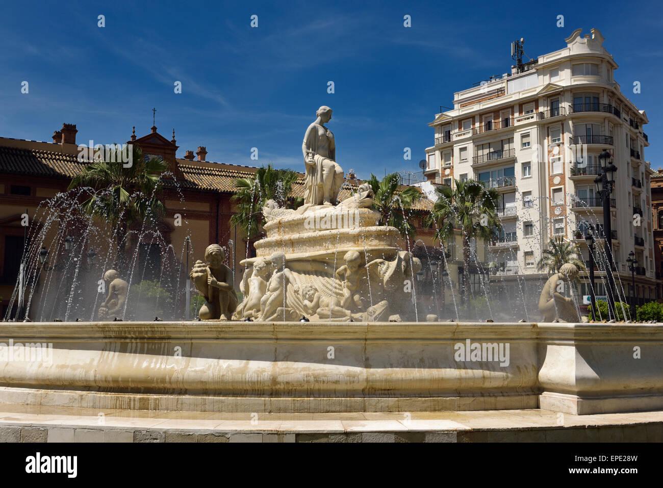 Fontana di acqua di hispalis con nereide ninfe marine a Puerto de Jerez rotatoria a siviglia spagna Foto Stock