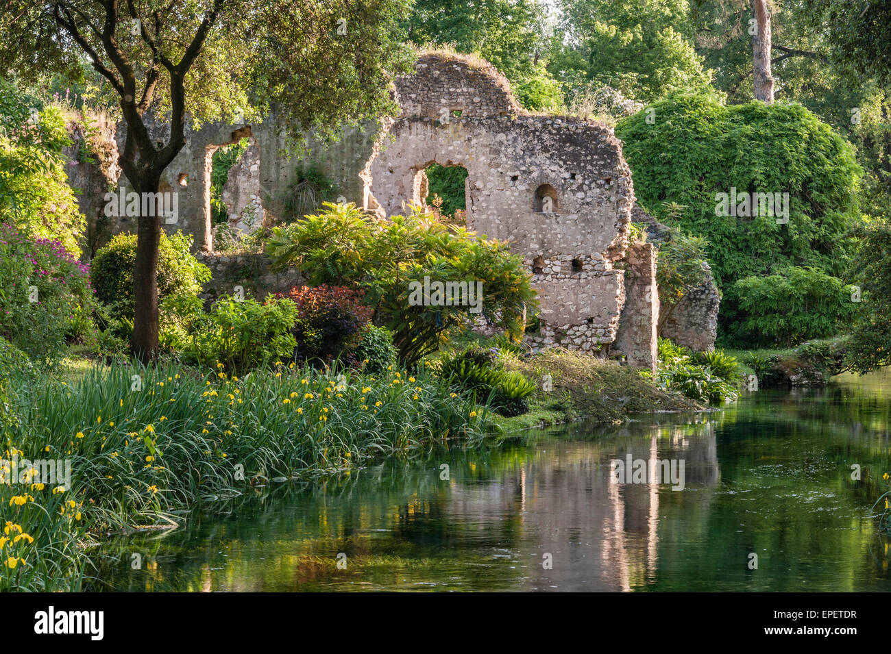 Ninfa Lazio Italia Un Paesaggio Romantico Giardino