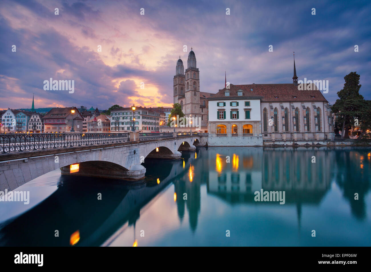 Zurigo. Immagine di Zurigo durante la drammatica sunrise. Immagini Stock