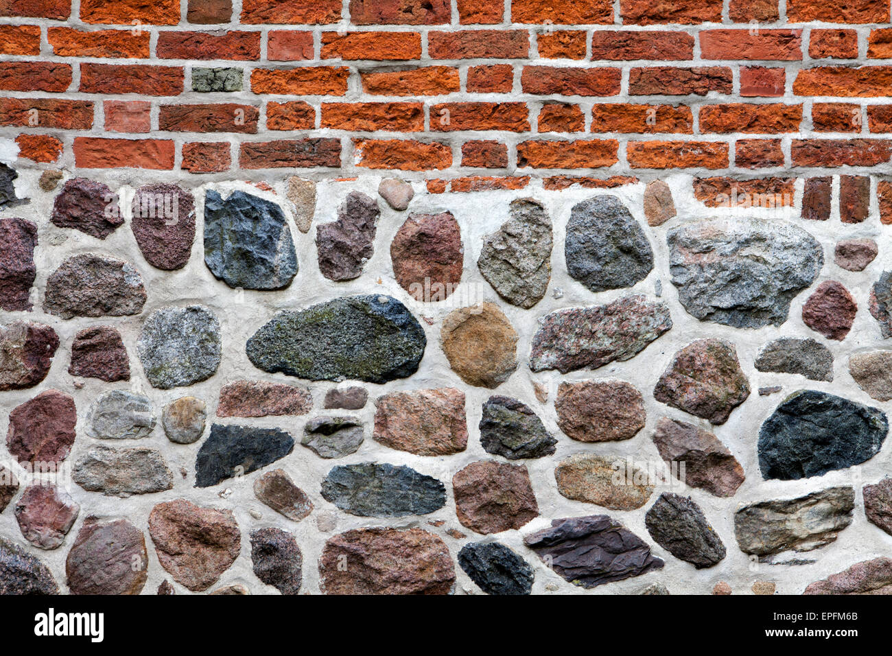 Muro di pietra fatta di erratics e mattoni, Bassa Sassonia, Germania, Europa Immagini Stock