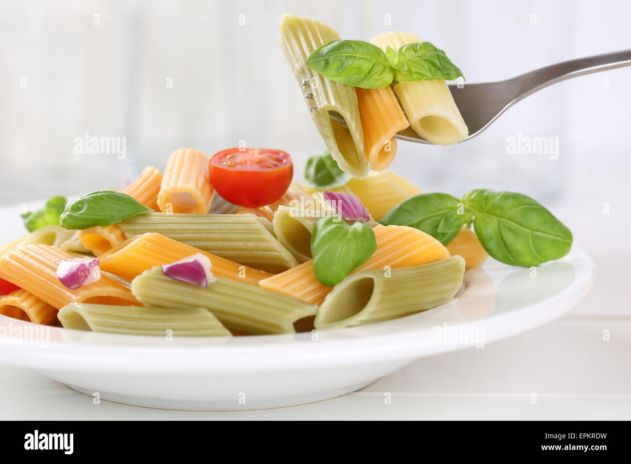 Bunte Penne Rigate Pasta Nudeln Gericht essen Immagini Stock