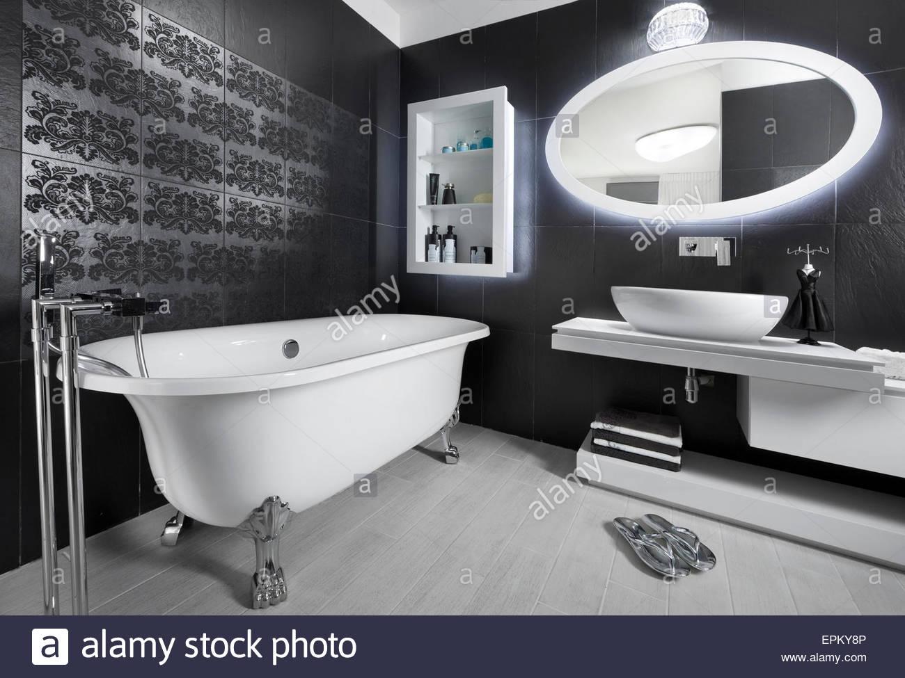 Vasca Da Bagno Piedini : Vasca da bagno tradizionale con piedini di appoggio finitura