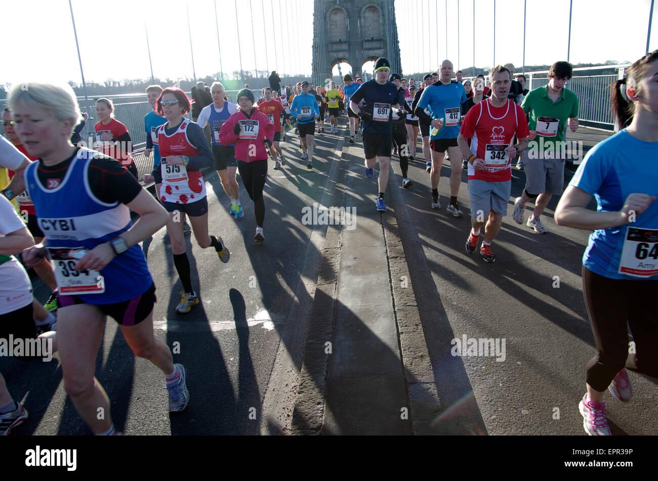 Guide di scorrimento,l'isola gara, mezza maratona, Menai Bridge Anglesey Immagini Stock