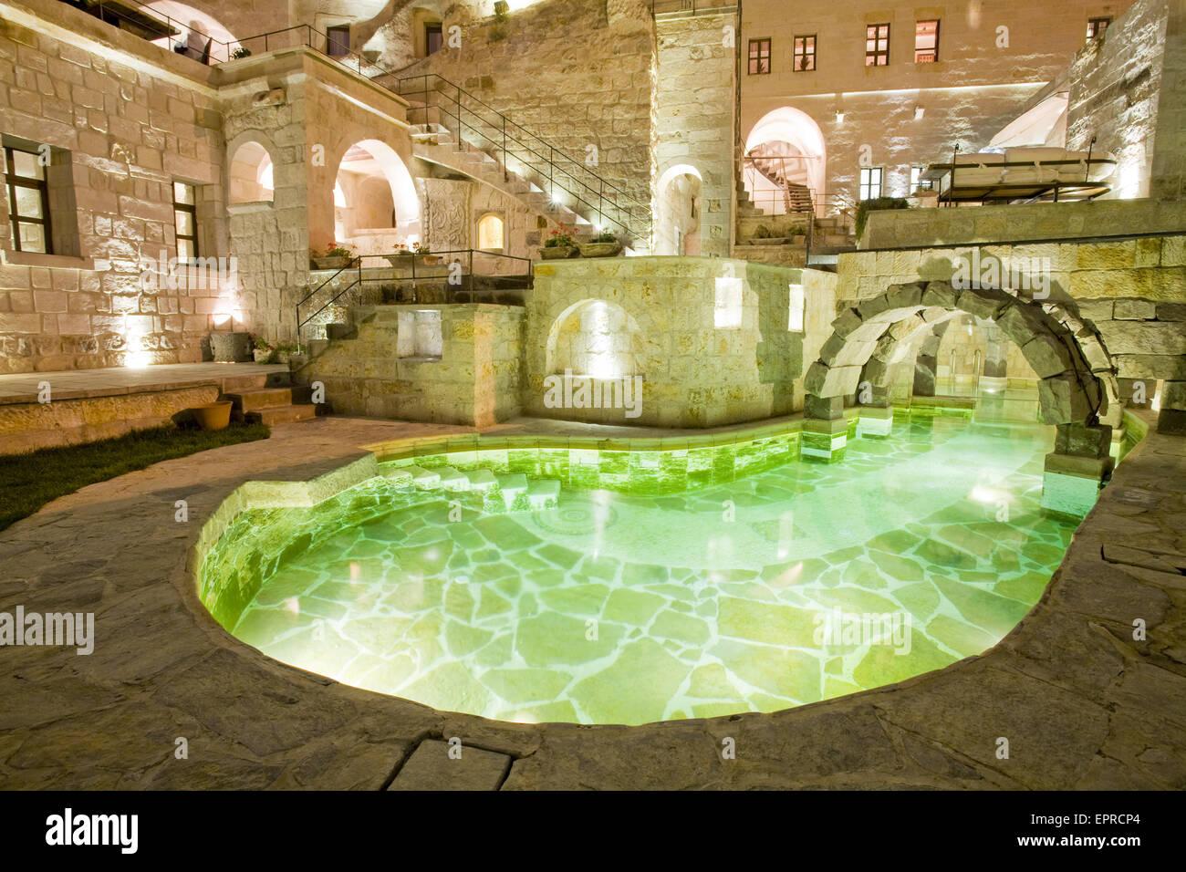 Piscina all'interno di un'abitazione a Goreme , Cappadocia, Nevsehir Provincia, Anatolie, Turchia, Novembre Immagini Stock