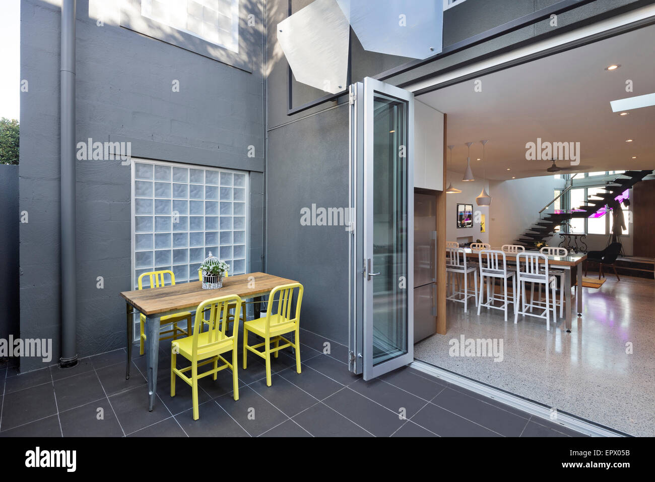 Mobili da terrazza con vista in Burford Casa appartamento, Malmsbury Street, , Biancospino, Melbourne, Australia Immagini Stock