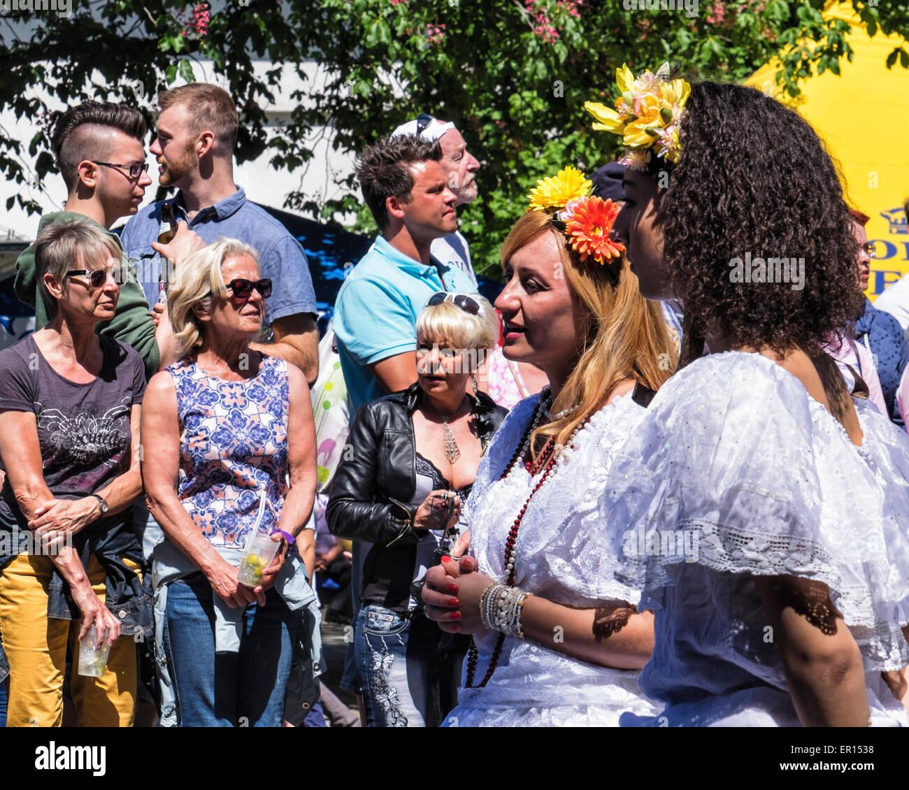 Kreuzberg di Berlino, Germania, 24 maggio 2015. Berlino celebra la sua diversità culturale al carnevale di Immagini Stock