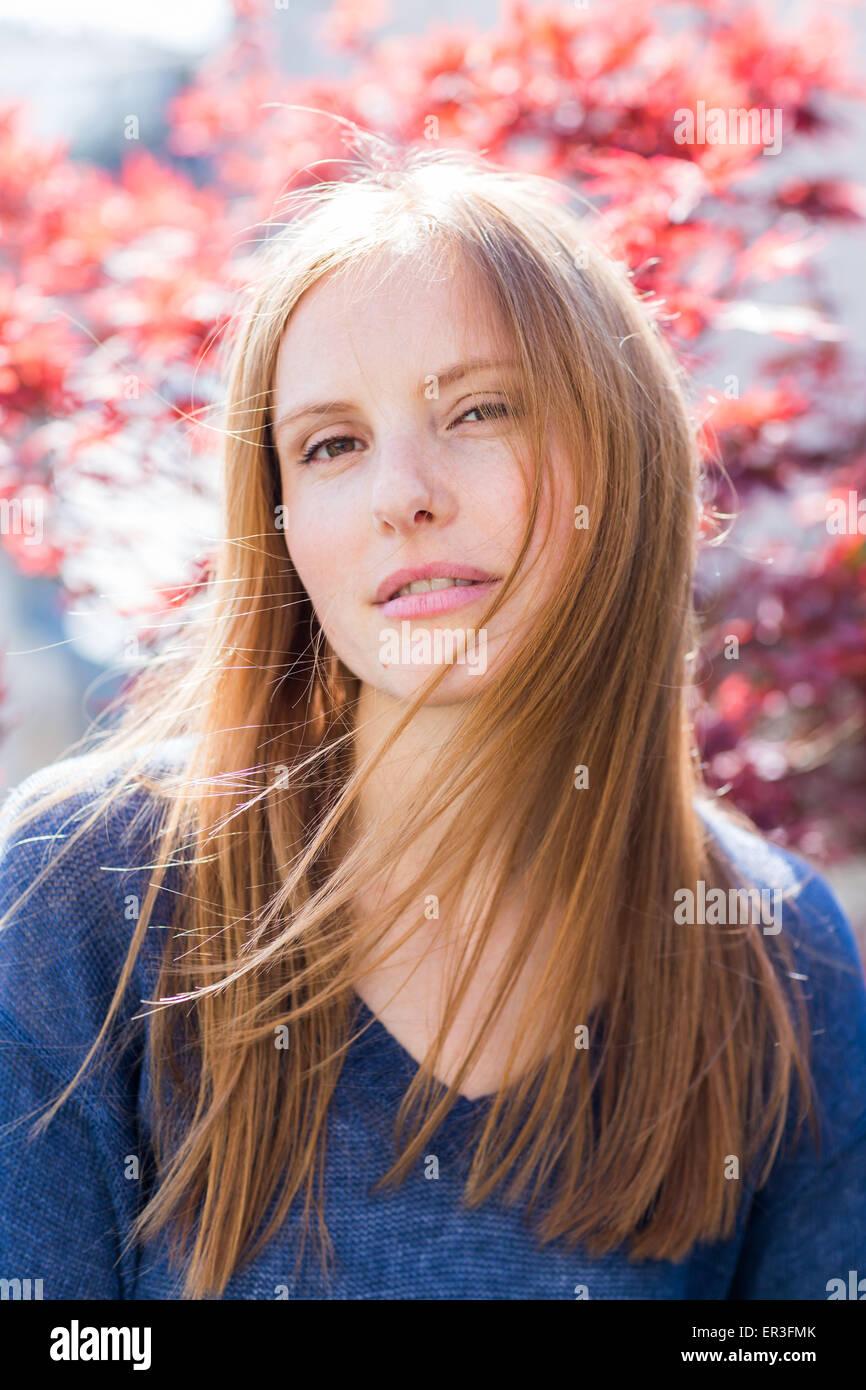 Ritratto di una giovane donna. Immagini Stock