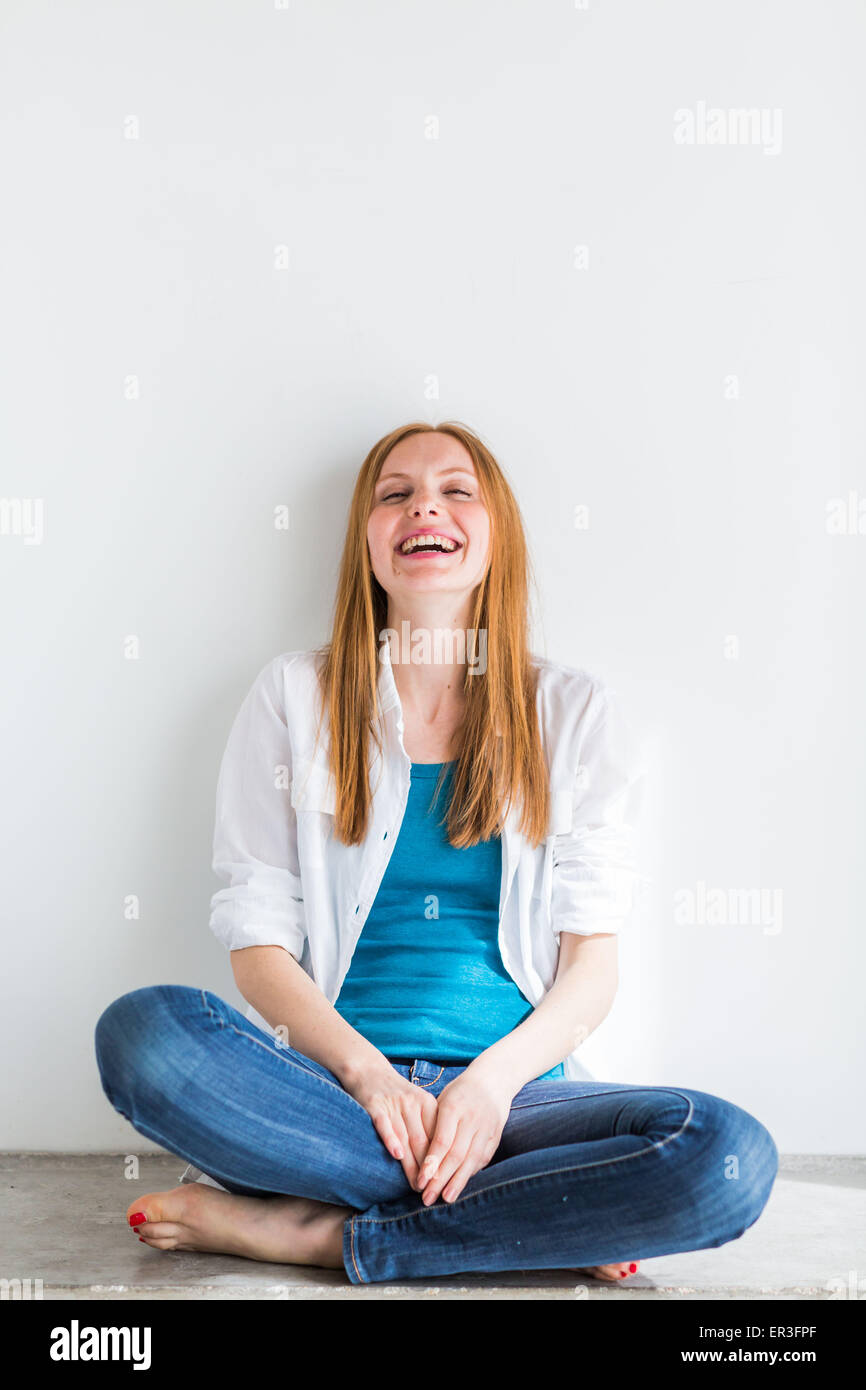 Donna di risata. Immagini Stock
