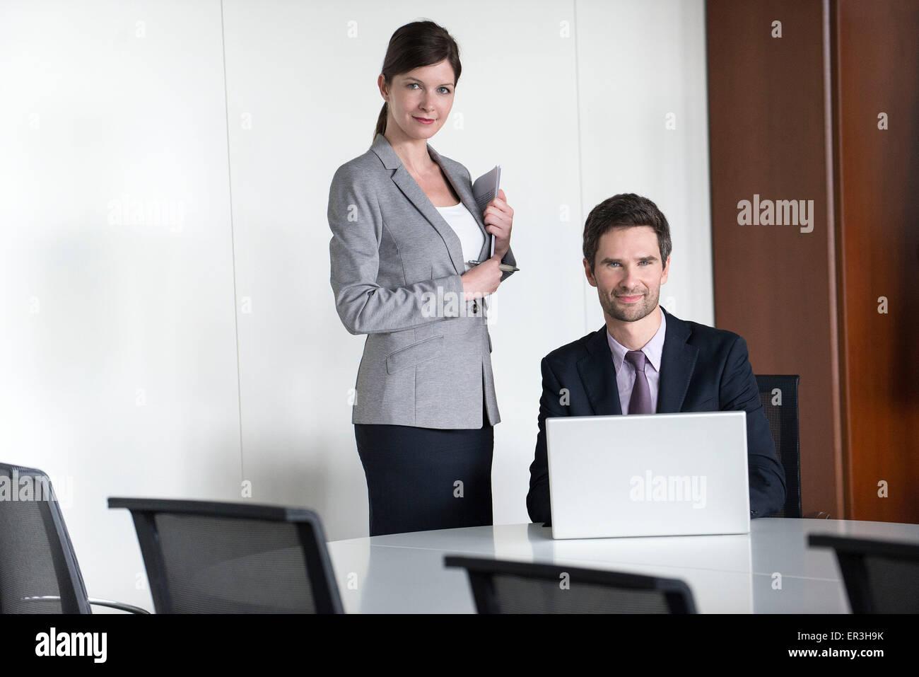 I membri del team Aziende per la preparazione per la presentazione Immagini Stock
