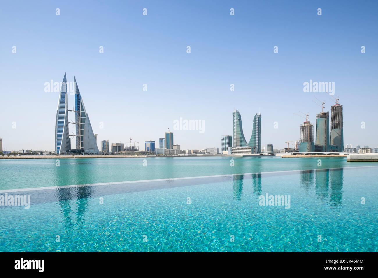 Skyline di Manama City in Bahrain dal nuovo Four Seasons Hotel di lusso Immagini Stock