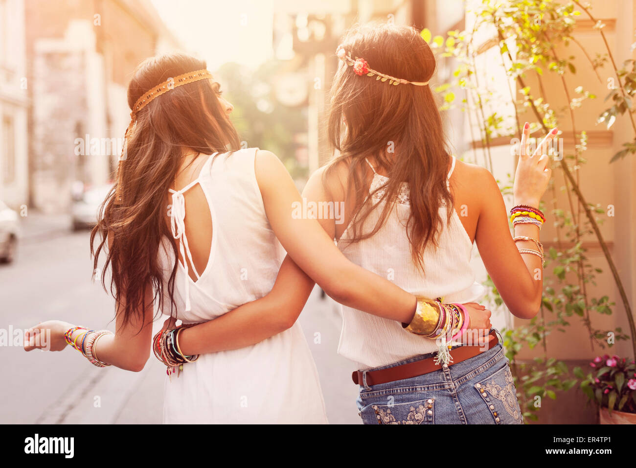 Boho ragazze a piedi nella città. Cracovia in Polonia Immagini Stock