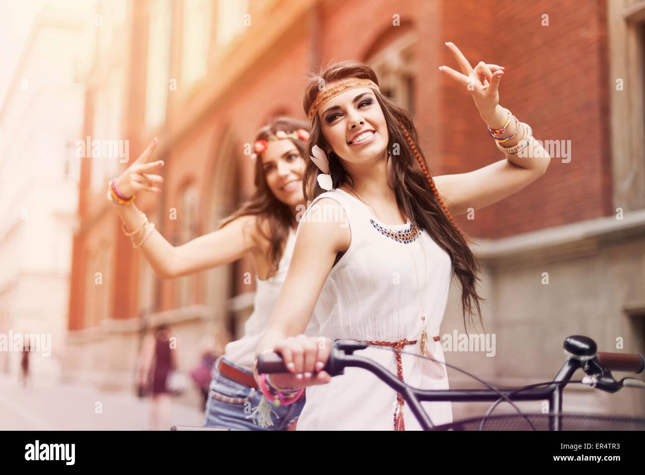 Giovani ragazze boho amare la libertà. Cracovia in Polonia Immagini Stock