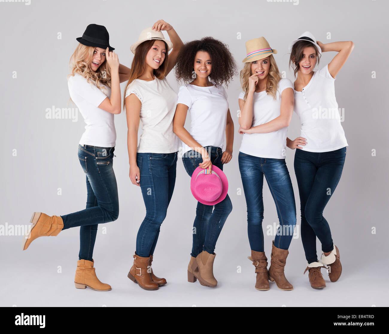 Che tipo di hat è di moda in questa stagione? Debica, Polonia Foto Stock