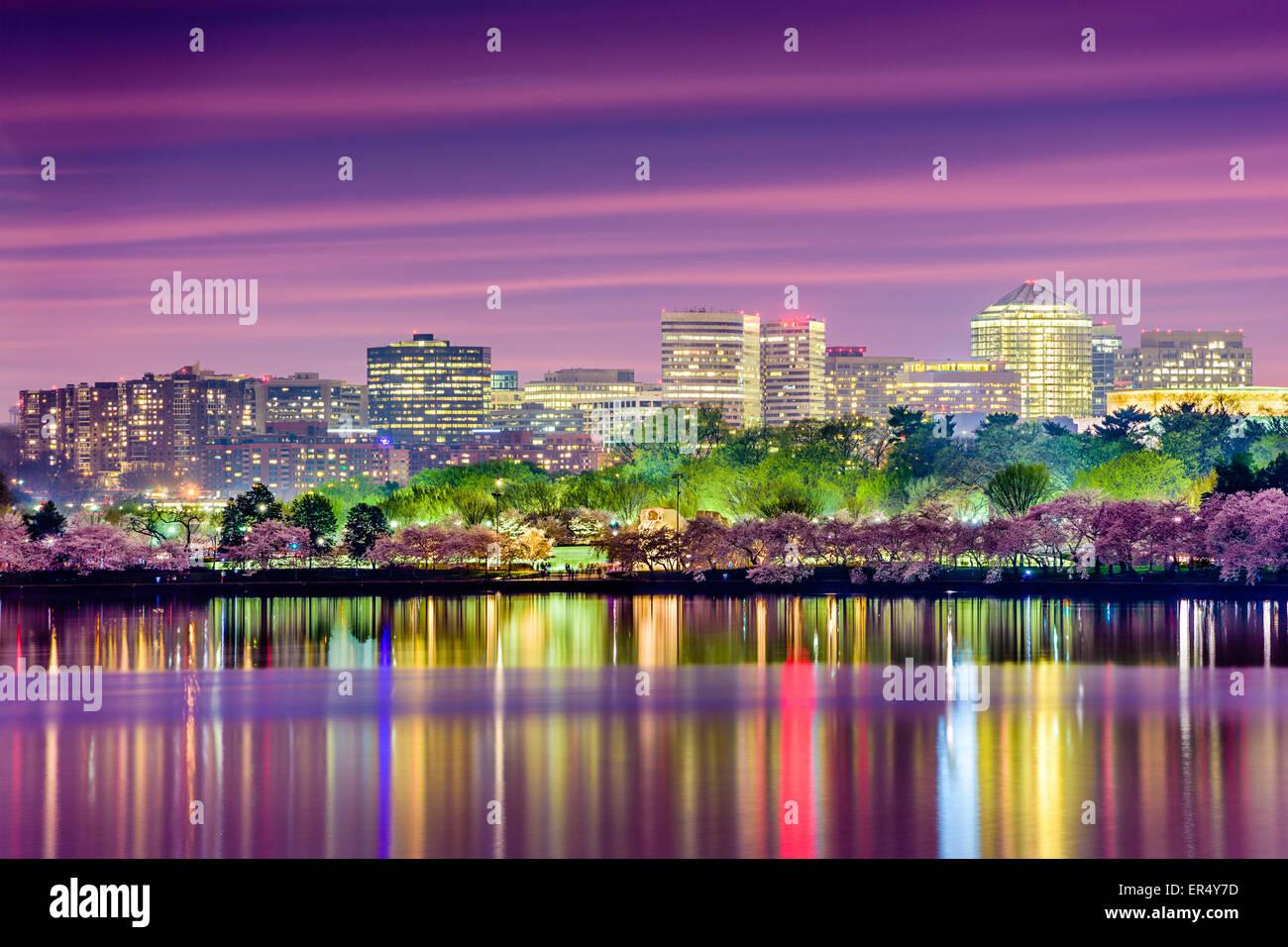 Washington, DC con il bacino di marea con la skyline di Arlington. Immagini Stock