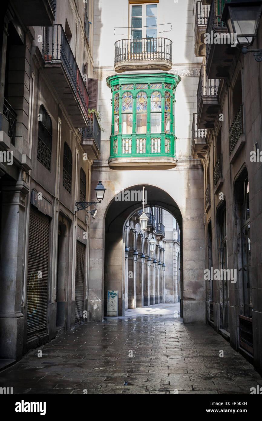 Barcellona. Strada stretta vicino a Plaza Real. Immagini Stock