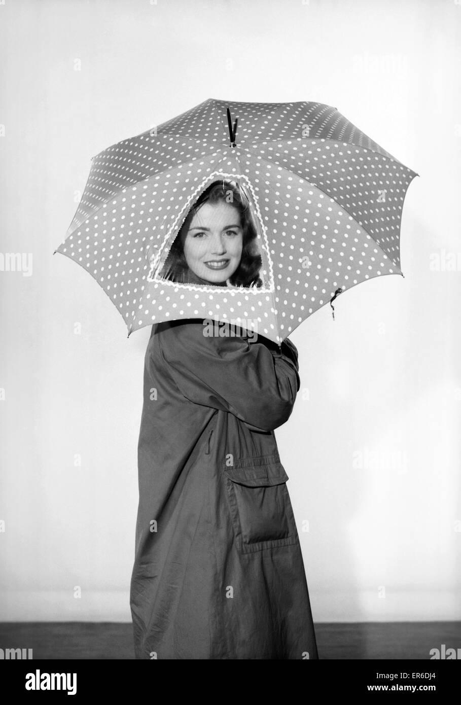 new style 09594 4bbd6 Abbigliamento: moda: Cappotti: donna che indossa la pioggia ...