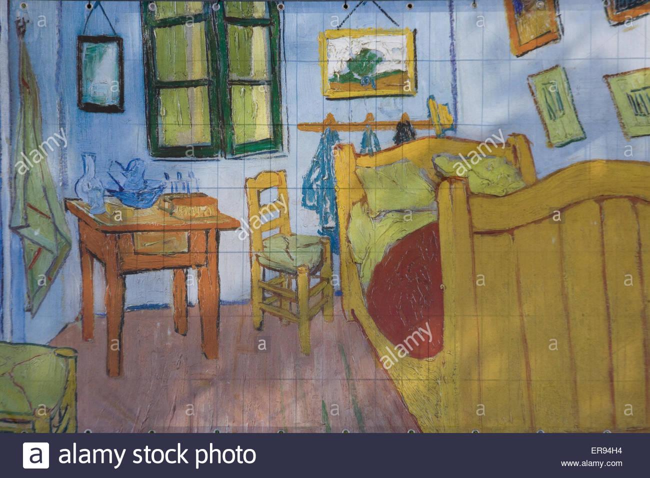 Camera da letto di Arles di Vincent Van Gogh su una parete in ...