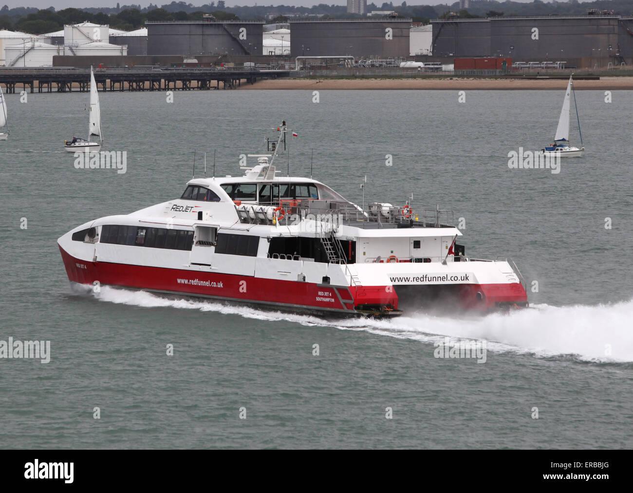Red Funnel Ferries jet rosso hi-traghetto veloce Immagini Stock