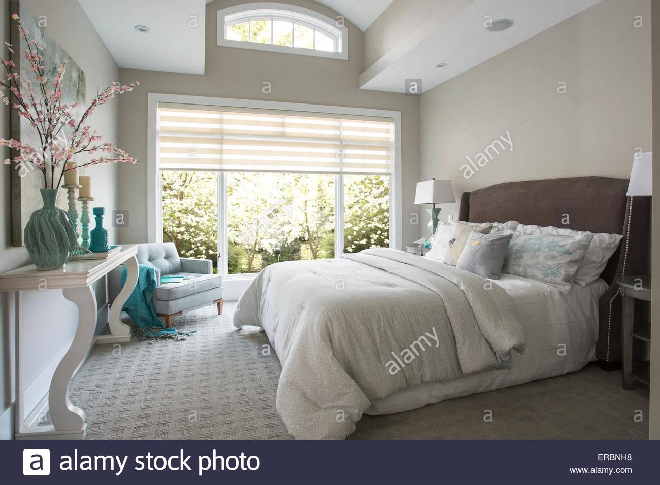 Elegante camera da letto master Immagini Stock