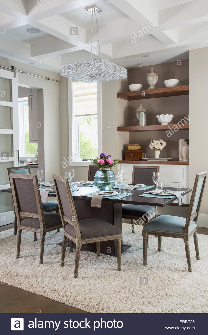 Elegante sala da pranzo con soffitto del vassoio Immagini Stock
