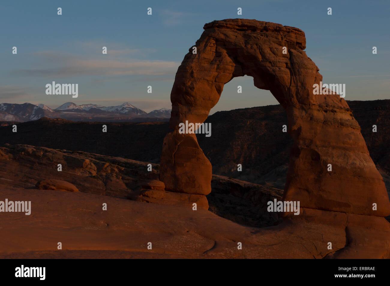 Delicate Arch vicino al tramonto Foto Stock