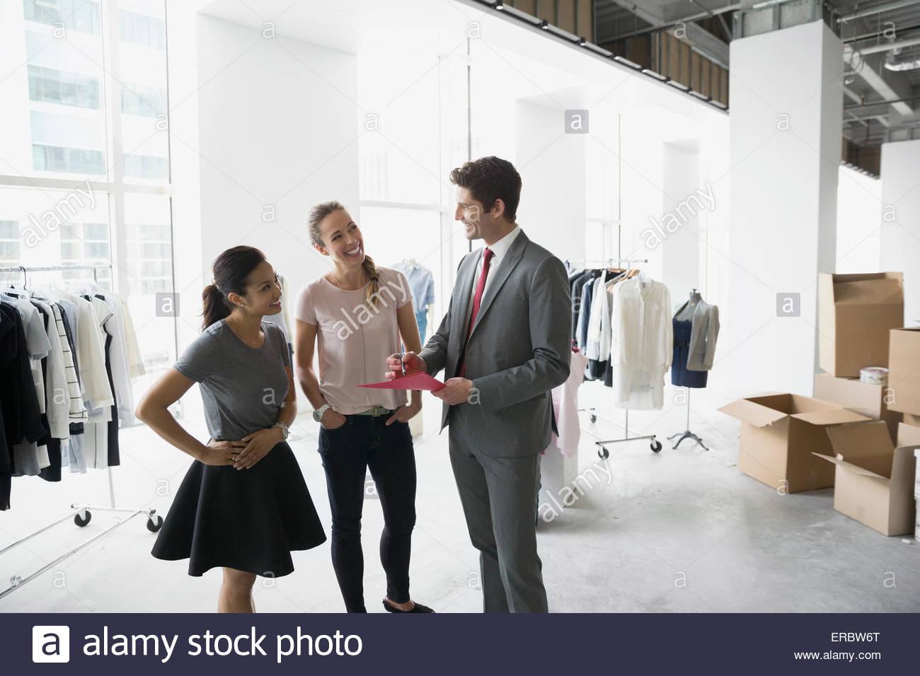 Gli stilisti e imprenditore incontro di studio Immagini Stock