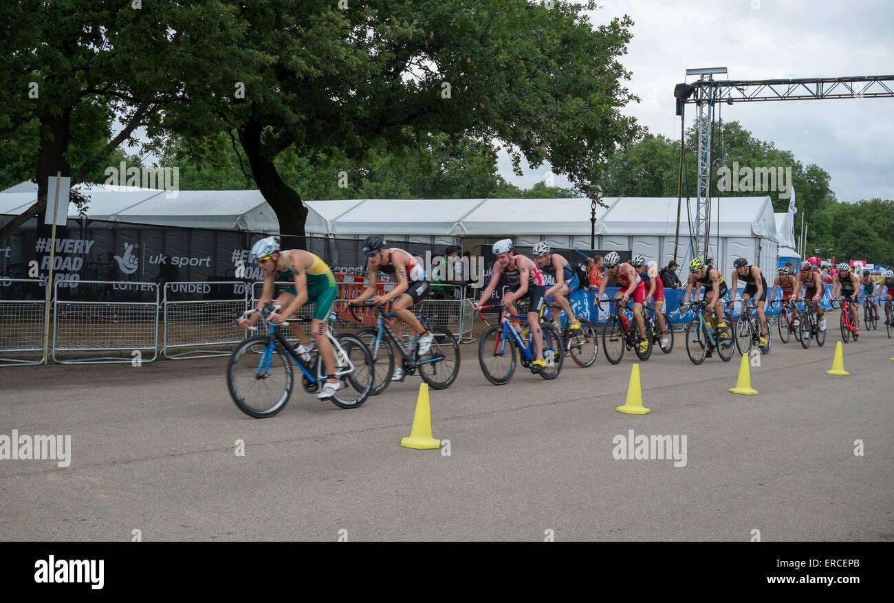 ITU Triathlon World Serie Elite Mens gara a Hyde Park a Londra, nel Regno Unito il 31 maggio 2015. Immagini Stock