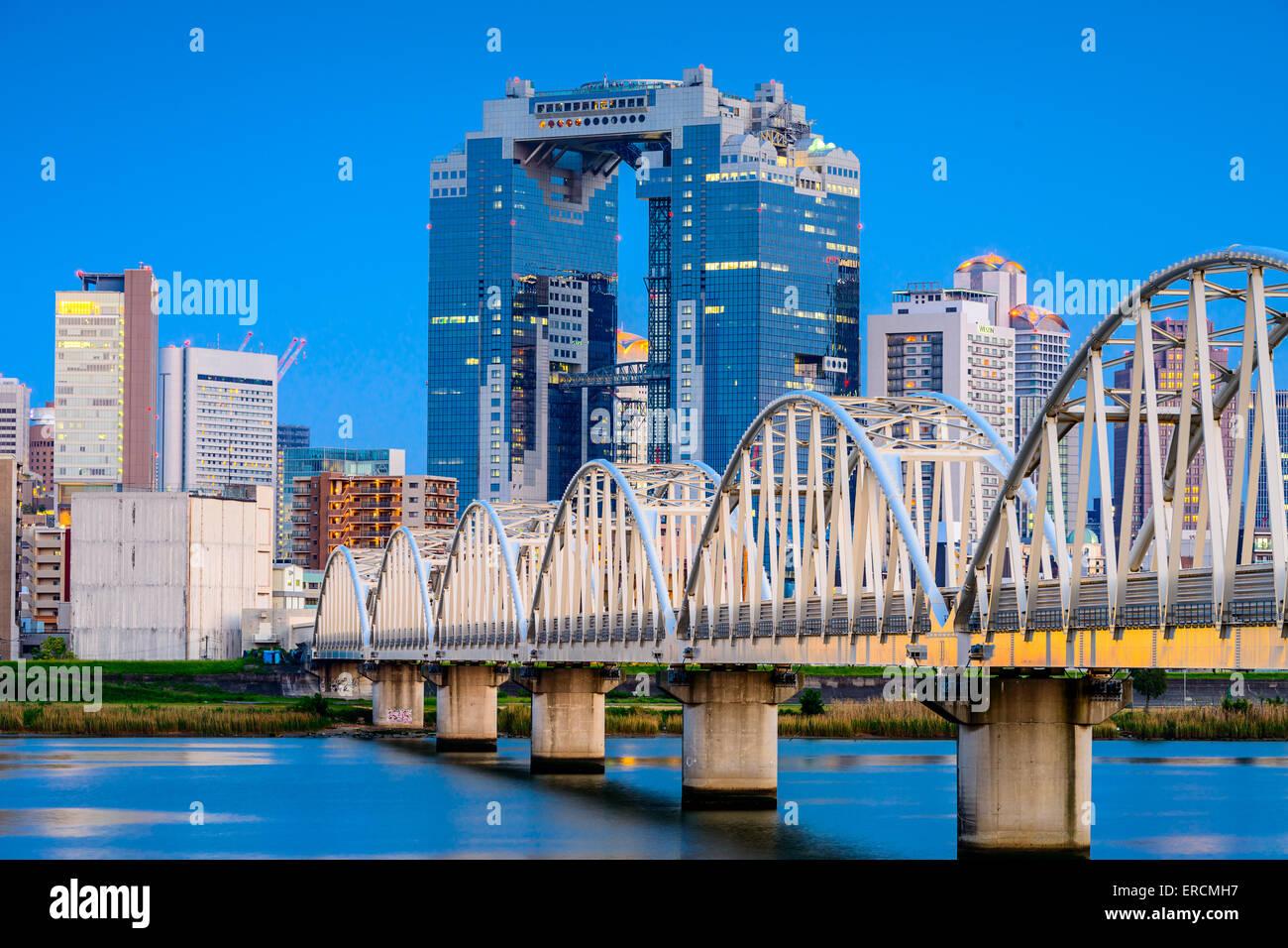 Osaka, Giappone skyline sul fiume Yodogawa Immagini Stock