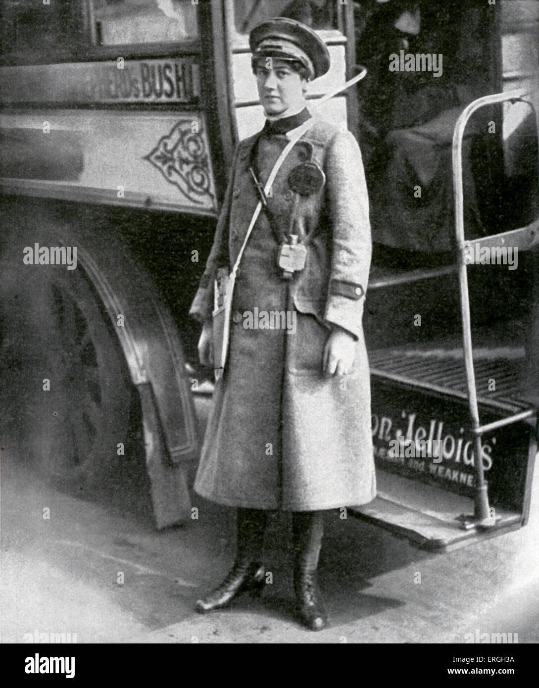 Femmina conduttore bus durante la Guerra Mondiale 1, Londra, Regno Unito. Aprile 1916. Immagini Stock