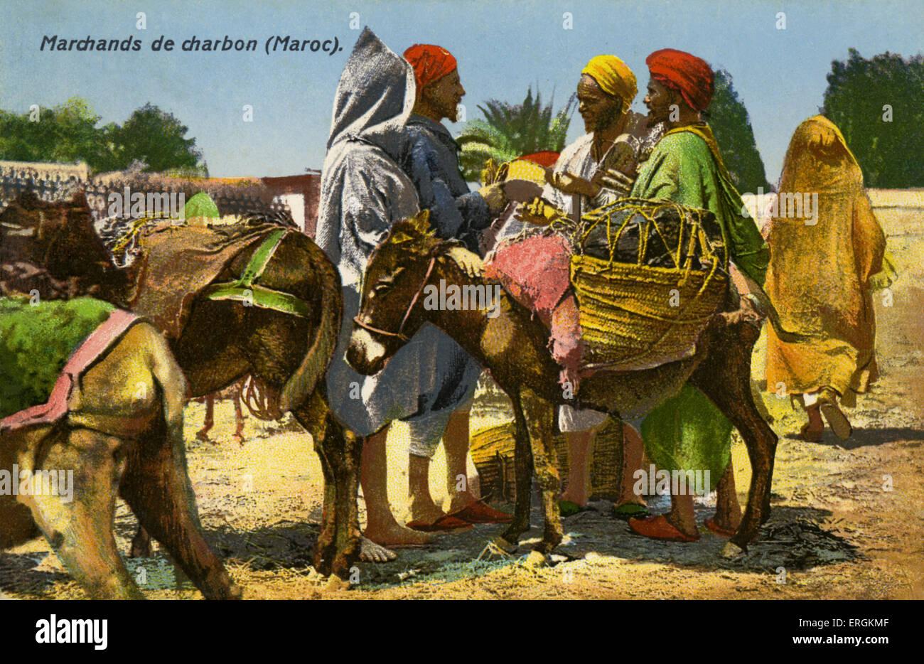 Marocchini venditori di carbone, c.1910. Il carbone viene portato sulle spalle di donkies. Immagini Stock