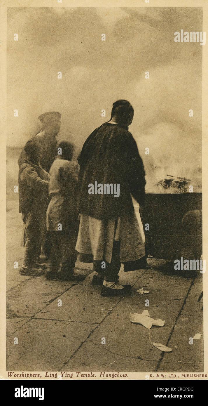 Adoratori Ling Ying / il Tempio Lingyin, letteralmente tradotto come tempio dell'anima del ritiro. Tempio buddista Immagini Stock