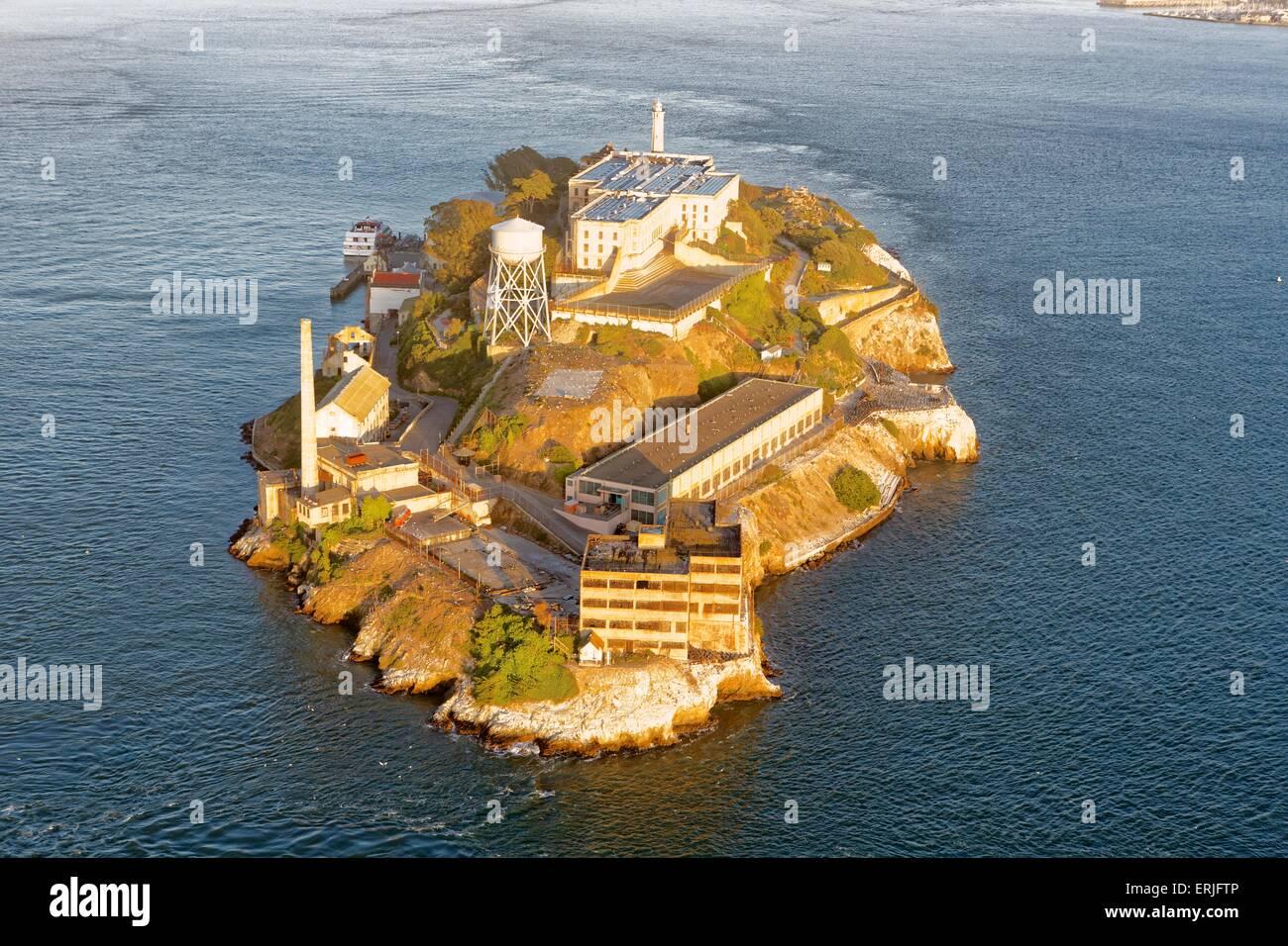 Veduta aerea di San Francisco al tramonto veduta aerea di San Francisco e l'Isola di Alcatraz al tramonto Immagini Stock