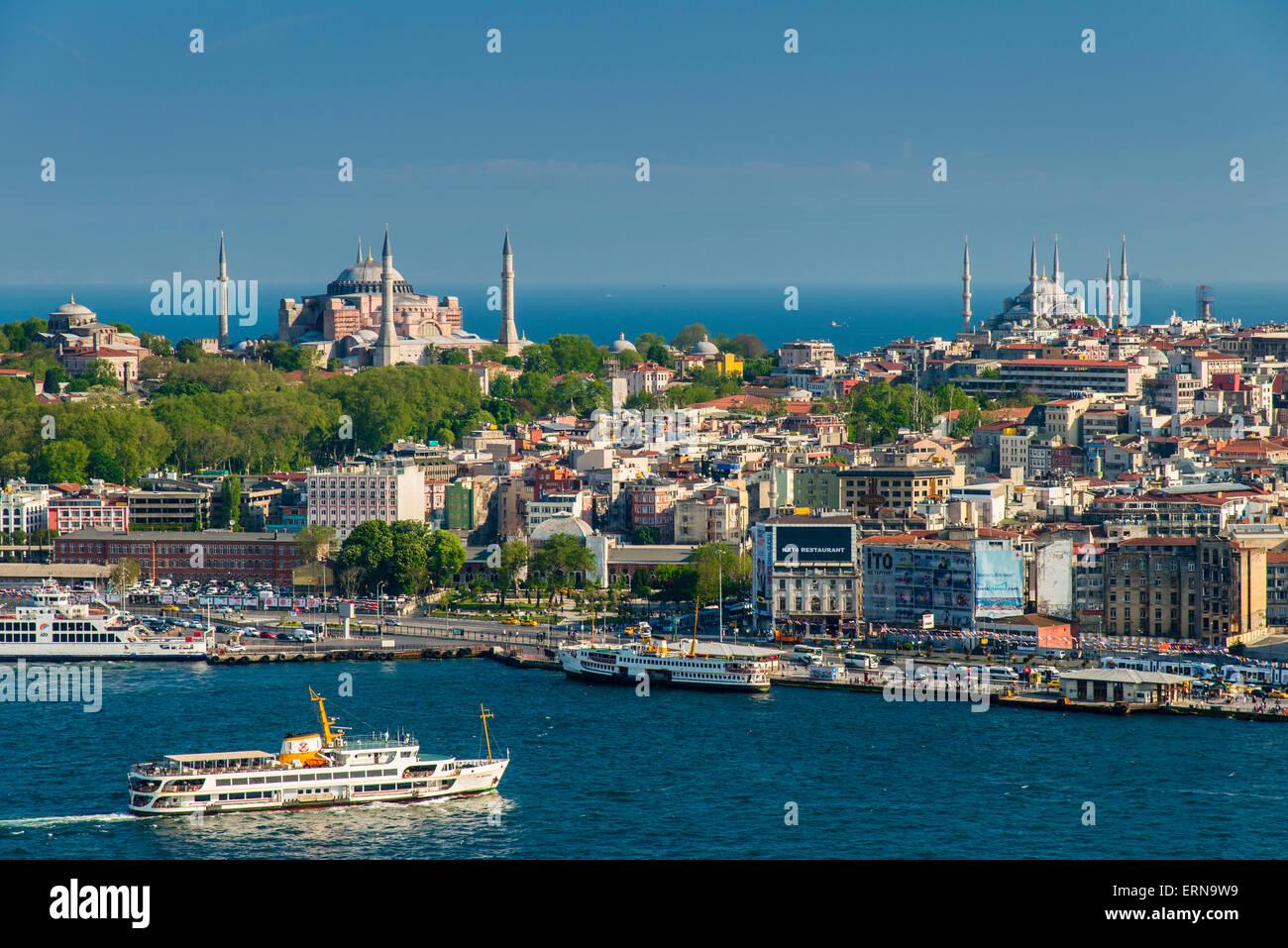 Skyline della città con Bosphurus stretto, Istanbul, Turchia Immagini Stock