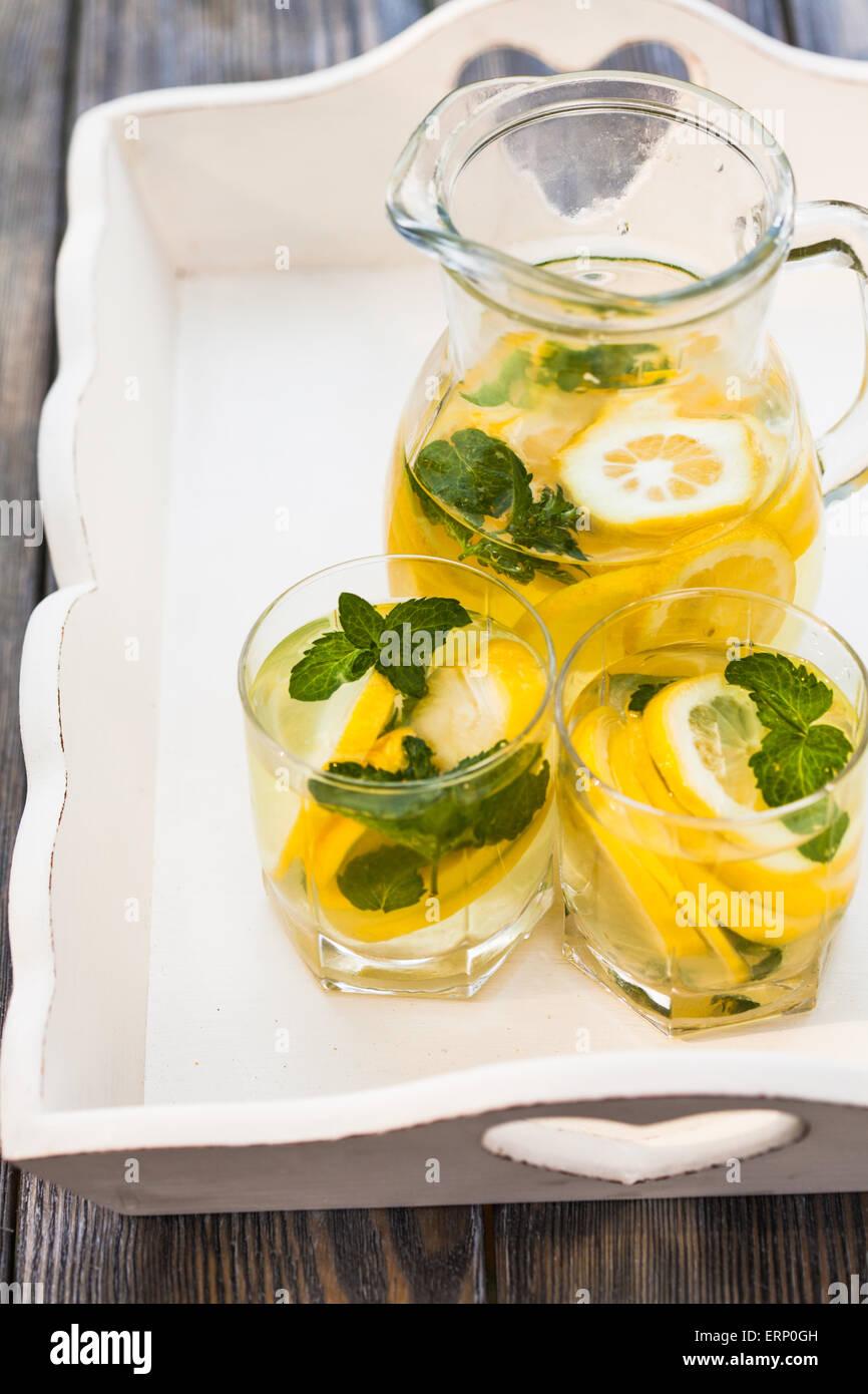 La limonata nella brocca Immagini Stock