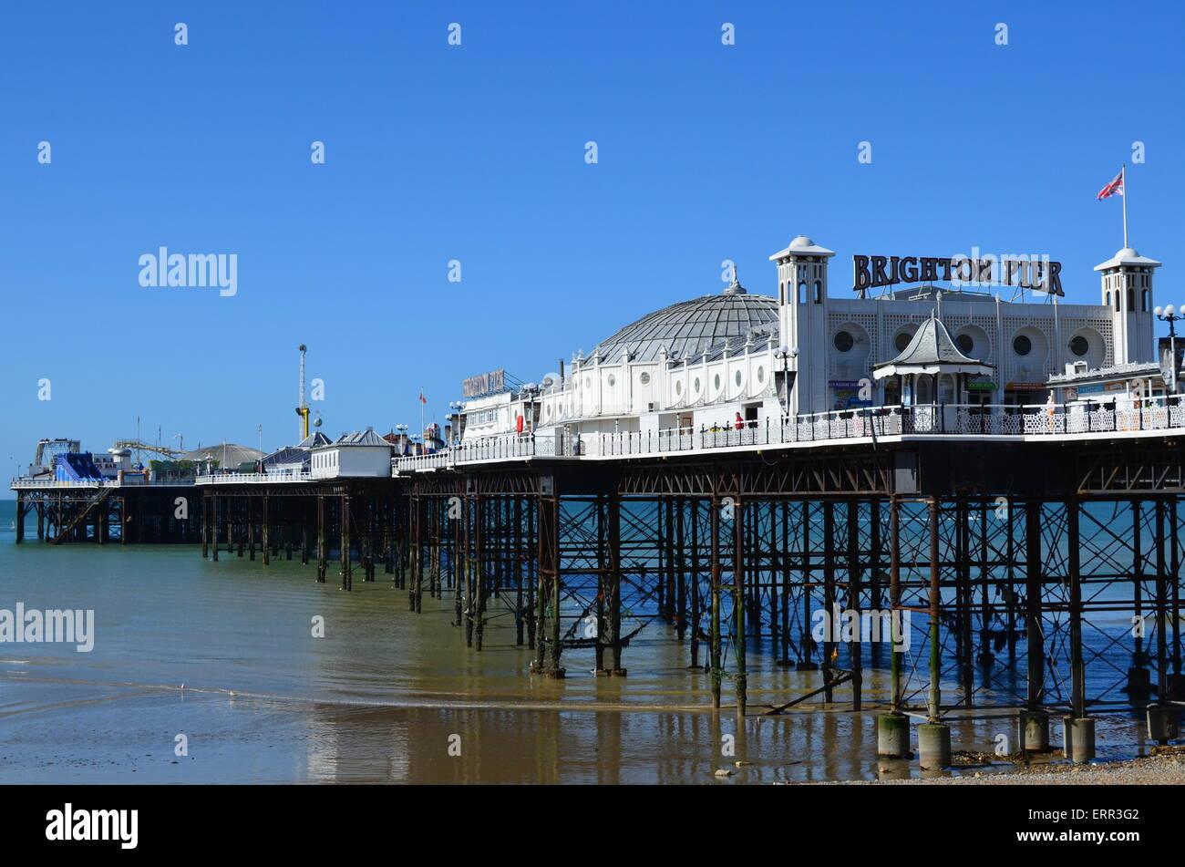 Palace Pier è stato rinominato il Brighton Pier da esso è presente del proprietario. Il piacere di Victorian pier Foto Stock