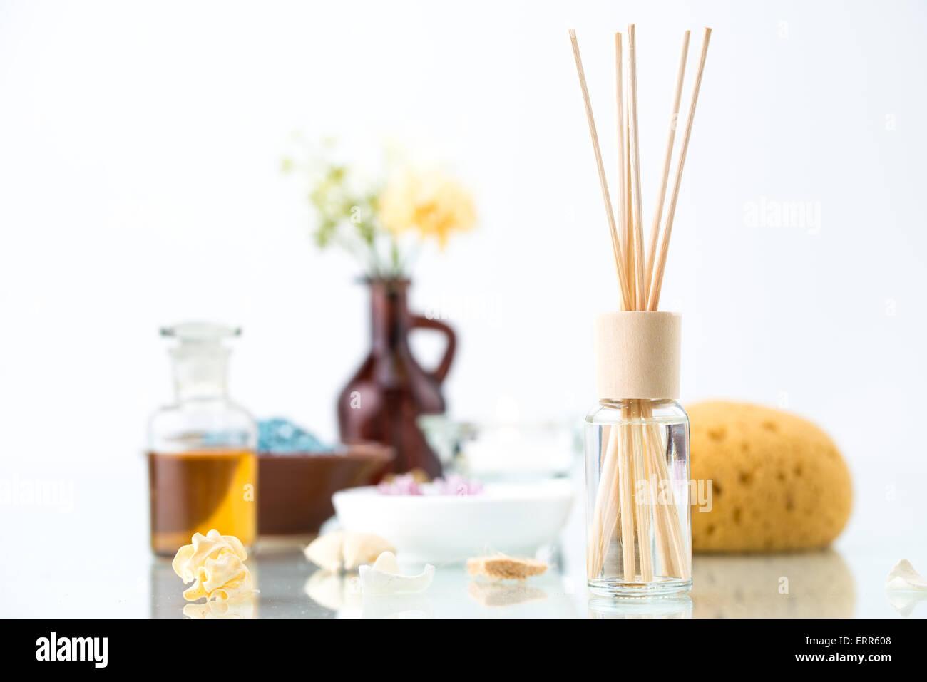 Concetto di spa con trattamenti di aromaterapia profumatore olio