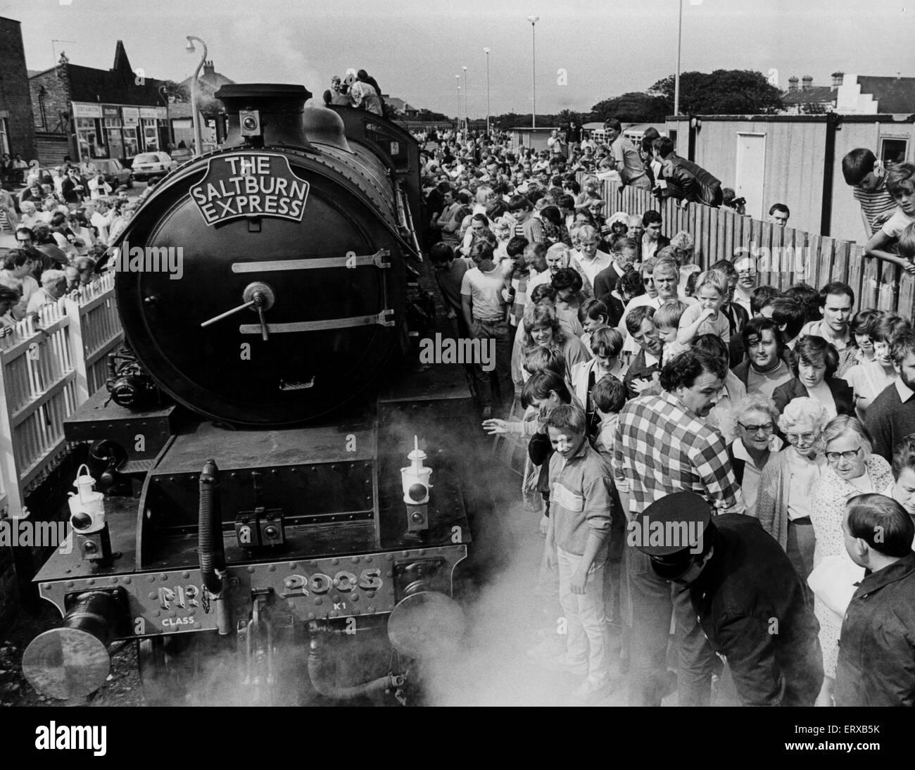 Il primo flusso in treno in 20 anni a Saltburn stazione. Il 17 agosto 1981. Foto Stock