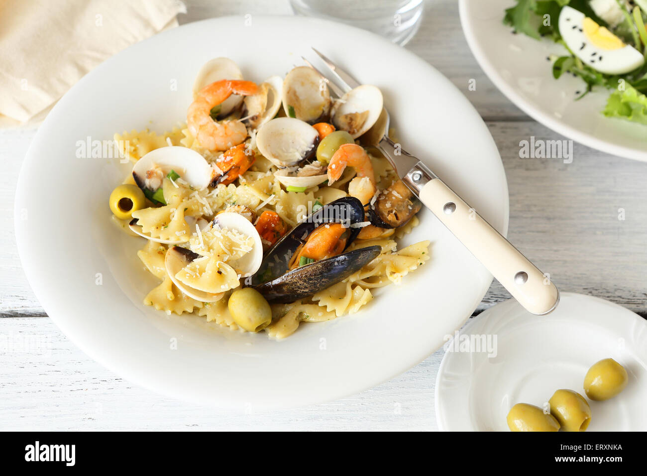 Deliziosi Piatti Di Pasta Con Pesce E Frutti Di Mare Vista Dall