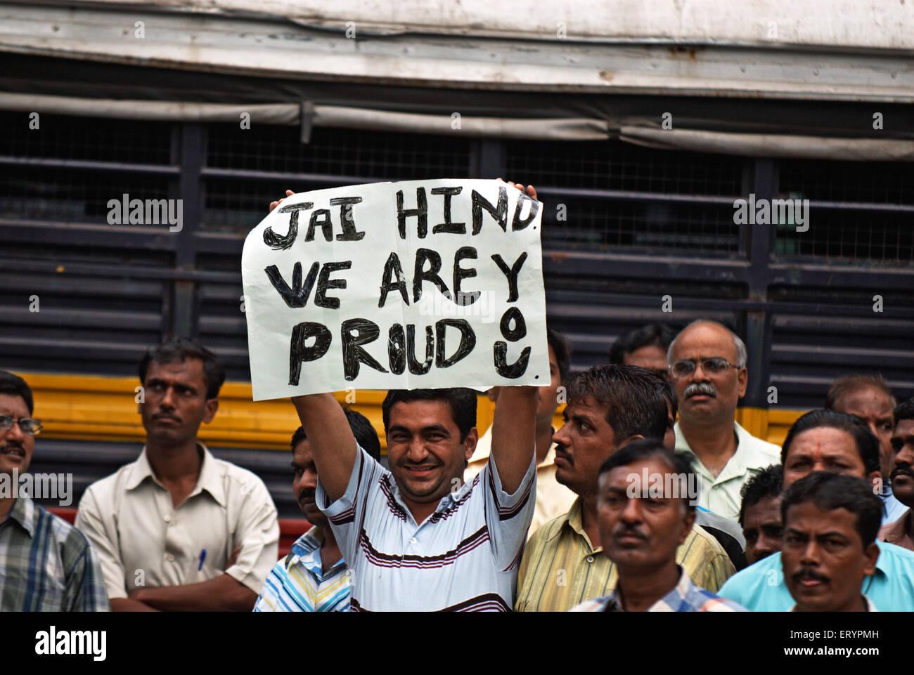 Persone che manifestano solidarietà alle forze di sicurezza dopo l attacco terroristico da deccan mujahedeen Immagini Stock