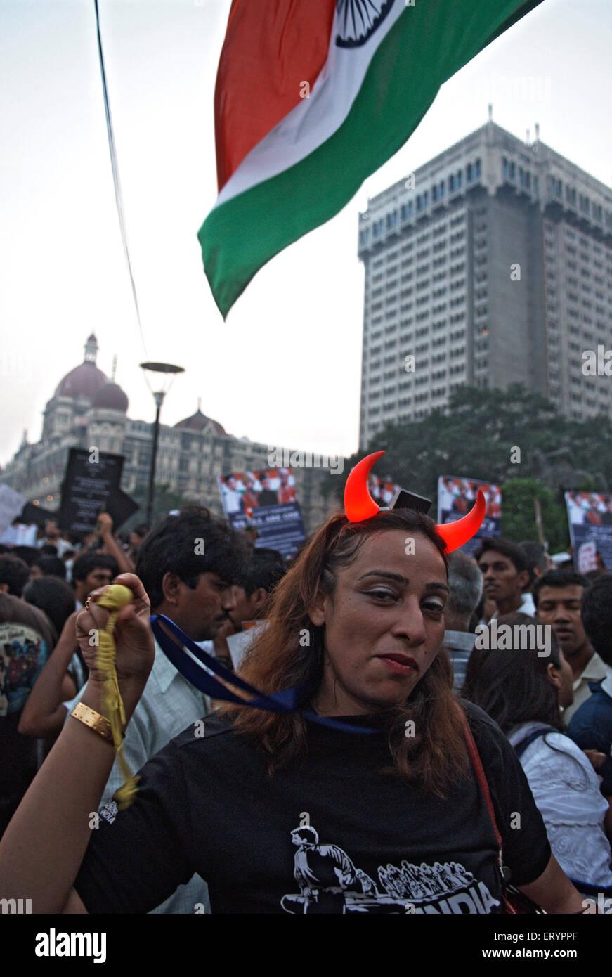 Protester dopo l attacco terroristico da deccan mujahedeen in Mumbai Bombay ; Maharashtra ; India 3 Dicembre 2008 Immagini Stock