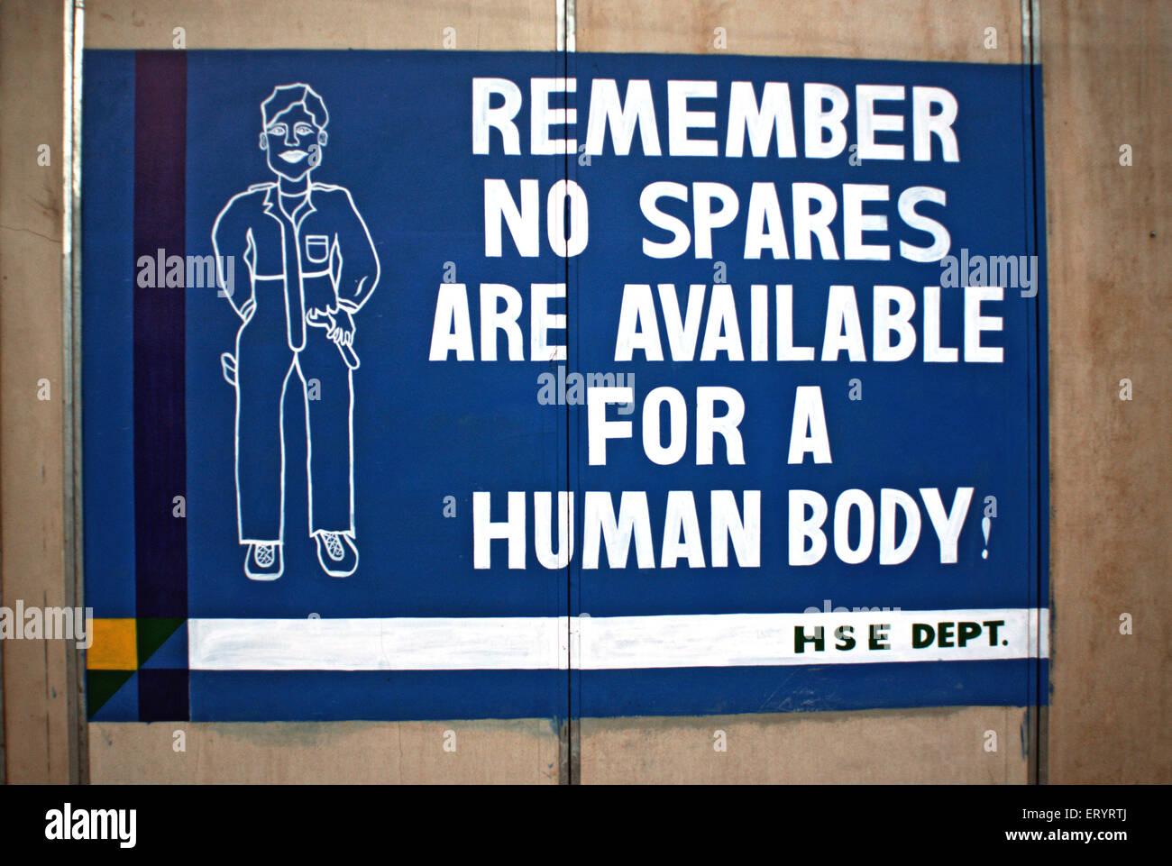 Cartello di sicurezza di ricordare nulla di ricambio disponibili per humanbody presso il sito del progetto idroelettrico Immagini Stock